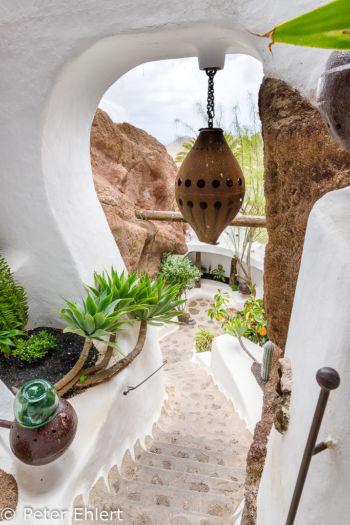 Aufgang zu weiteren Räumen  Nazaret Canarias Spanien by Peter Ehlert in LanzaroteLagomar