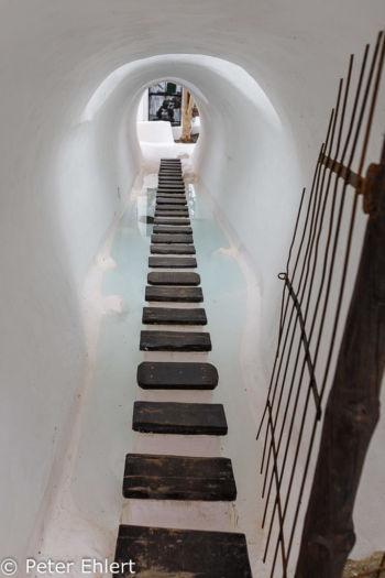 Durchgang über Wasser zu Innenhof  Nazaret Canarias Spanien by Peter Ehlert in LanzaroteLagomar