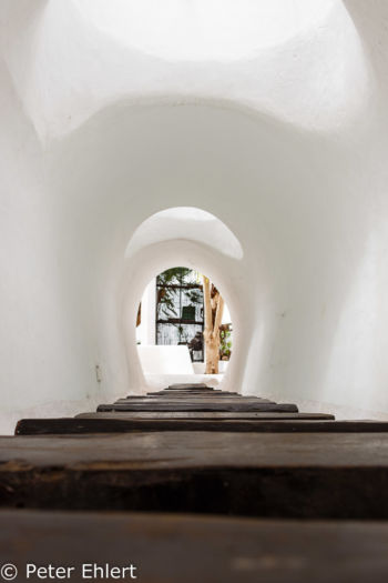 Durchgang über Wasser zu Innenhof  Nazaret Canarias Spanien by Lara Ehlert in LanzaroteLagomar