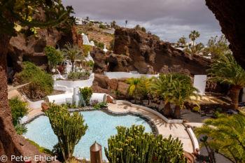 Blick auf Pool von Cafeteria  Nazaret Canarias Spanien by Peter Ehlert in LanzaroteLagomar