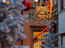 Tanne und Brasserie  Colmar Département Haut-Rhin Frankreich by Peter Ehlert in Elsass-Winter