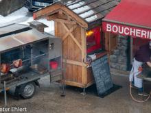 Metzger mit Aussengrill  Les Gets Département Haute-Savoie Frankreich by Peter Ehlert in Ski_LesGets