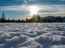 Abendsonne vor dem Yeti, Talabfahrt  Les Gets Département Haute-Savoie Frankreich by Peter Ehlert in Ski_LesGets