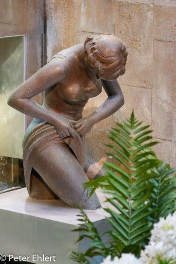 Bronzefigur im Wasser  Valencia Provinz Valencia Spanien by Lara Ehlert in Valencia_Eixample_Colon