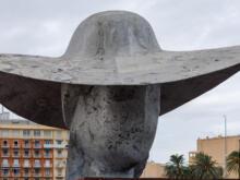 The Pamela Hat - Manolo Valdés  Valencia Provinz Valencia Spanien by Peter Ehlert in Valencia_Hafen_Sturm