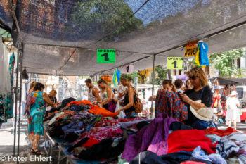 Marktstand mit Bekleidung  Valencia Provinz Valencia Spanien by Peter Ehlert in Valencia_mercat_central