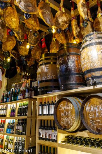 Wein und Schinken  Valencia Provinz Valencia Spanien by Peter Ehlert in Valencia_mercat_central