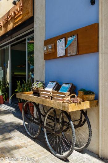 Radlregal mit Speisekarten  Valencia Provinz Valencia Spanien by Lara Ehlert in Valencia_mercat_central