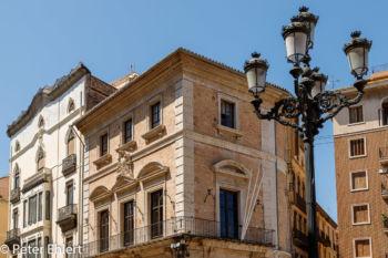 Laterne vor Biblioteca Pública Municipal Carles Ros  Valencia Provinz Valencia Spanien by Peter Ehlert in Valencia_Kathedrale