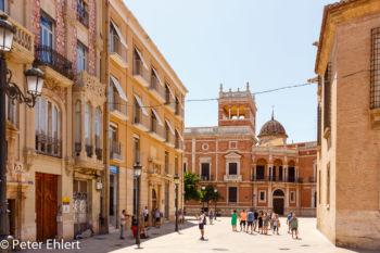Gasse mit Kathedrale  Valencia Provinz Valencia Spanien by Lara Ehlert in Valencia_Kathedrale