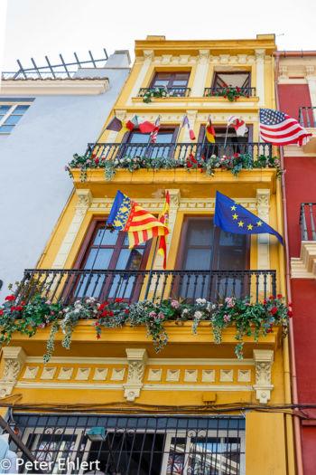 Haus mit Flaggen  Valencia Provinz Valencia Spanien by Lara Ehlert in Valencia_Stadtrundgang