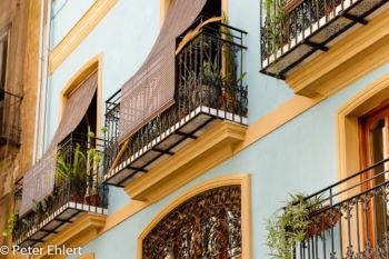 Balkone mit Sonnenschutz  Valencia Provinz Valencia Spanien by Peter Ehlert in Valencia_Stadtrundgang