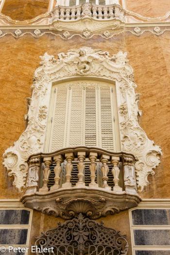 Fassadenverzierung mit Balkon  Valencia Provinz Valencia Spanien by Lara Ehlert in Valencia_Stadtrundgang