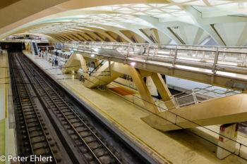 Gleis und Bahnsteig  Valencia Provinz Valencia Spanien by Peter Ehlert in Valencia_Alameda