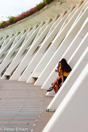 Mädchen in Arkaden  Valencia Provinz Valencia Spanien by Lara Ehlert in Valencia_Arts i Ciences