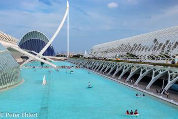 Superficies de Agua mit Umbracle und Agora  Valencia Provinz Valencia Spanien by Peter Ehlert in Valencia_Arts i Ciences