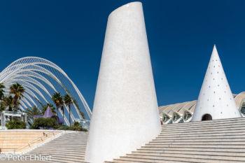 Mosaiktürme vor Umbracle  Valencia Provinz Valencia Spanien by Peter Ehlert in Valencia_Arts i Ciences