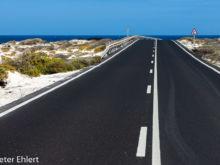 Straße zum Meer  Haría Kanarische Inseln Spanien by Peter Ehlert in LanzaroteInsel